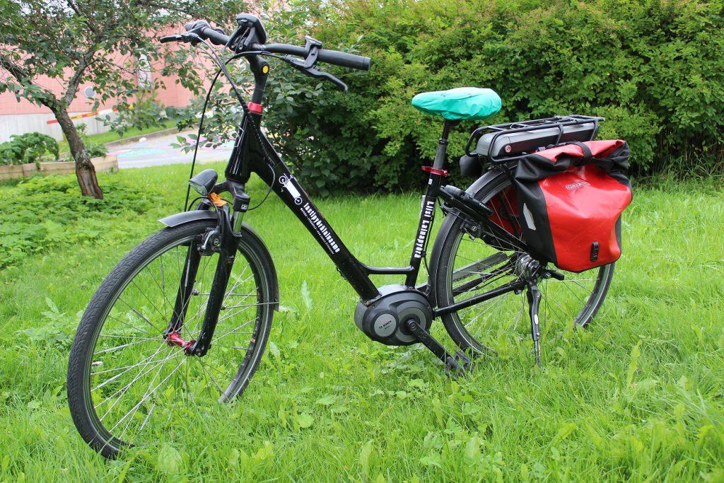 Musta Staiger Sinus -merkkinen sähköpyörä.